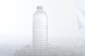 ペットボトルは持ち帰ることができますが、缶は飲みきる必要があります