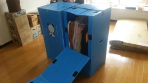 衣類を吊り下げた形のまま収納、運搬できるのでしわになりにくいというのがハンガーボックスのメリット
