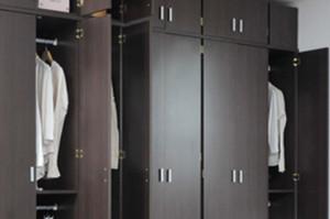 ハンガーボックスに衣類を架け替える作業は申し出ればユーザー自身で行うことができる
