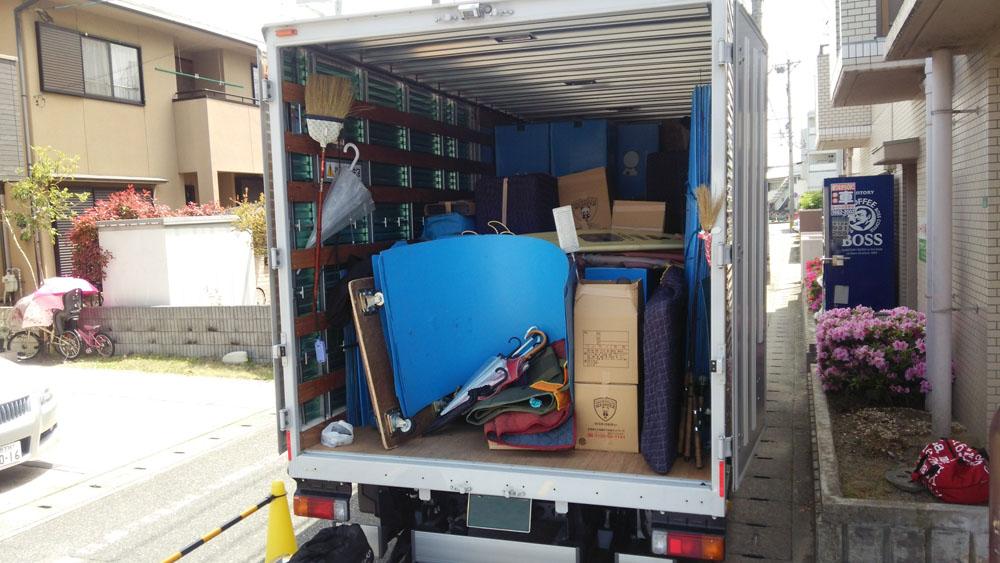 同じ方面へ向かう複数の引越しの荷主が1台のトラックをシェアして運ぶのが混載便